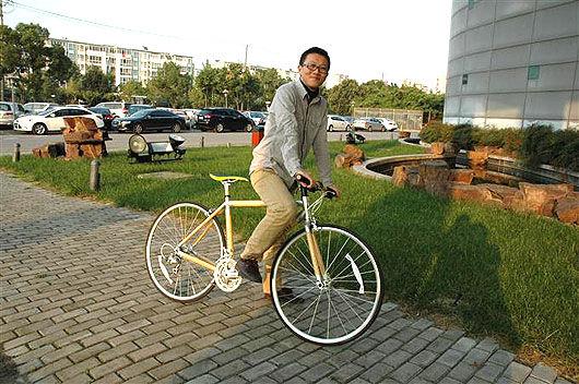 """讓出行更""""低碳"""" 天健竹業研發出竹制自行車(圖)"""