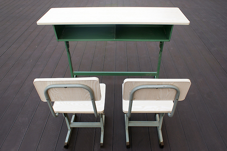 学生课桌椅 免漆板钢架桌椅